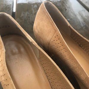 Stuart Weitzman Shoes - Stuart Weitzman Beige Heel With Gold Detail
